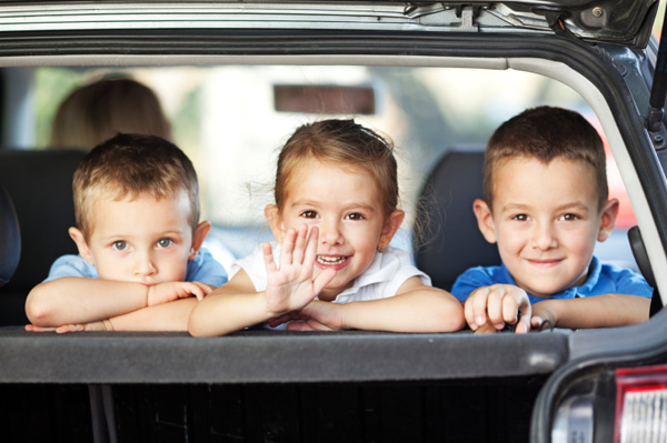 happy-kids-in-back-of-car